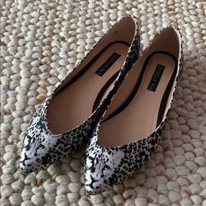 IZABELLA RUE Black White  Cheetah Flats Size 8 NEW